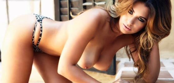 HOLLY PEERS TOPLESS FOTÓI.